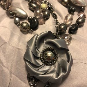 Long beaded and pearl cocktail necklace w/flower